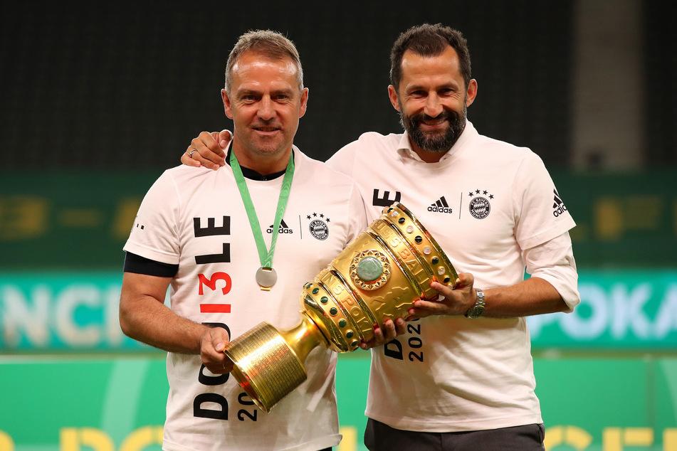 Holten gemeinsam das Double: Münchens Trainer Hansi Flick (55) Sportdirektor Hasan Salihamidzic (43). Nun kommt (wohl) auch Sergino Dest.