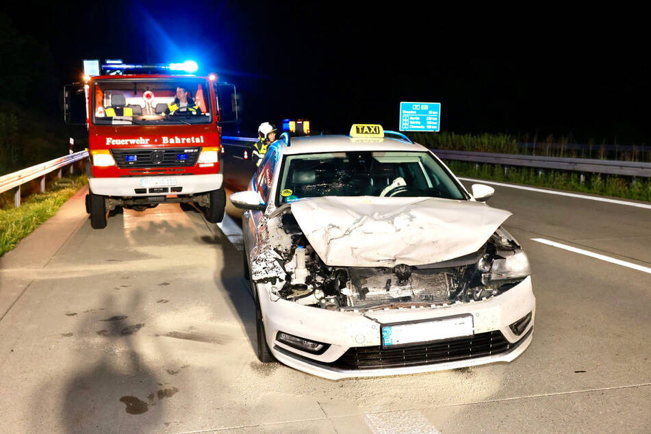 Auf der A17 bei Bad Gottleuba fuhr zunächst ein Taxi auf einen Lkw auf, ein weiterer Laster rammte den VW Passat.