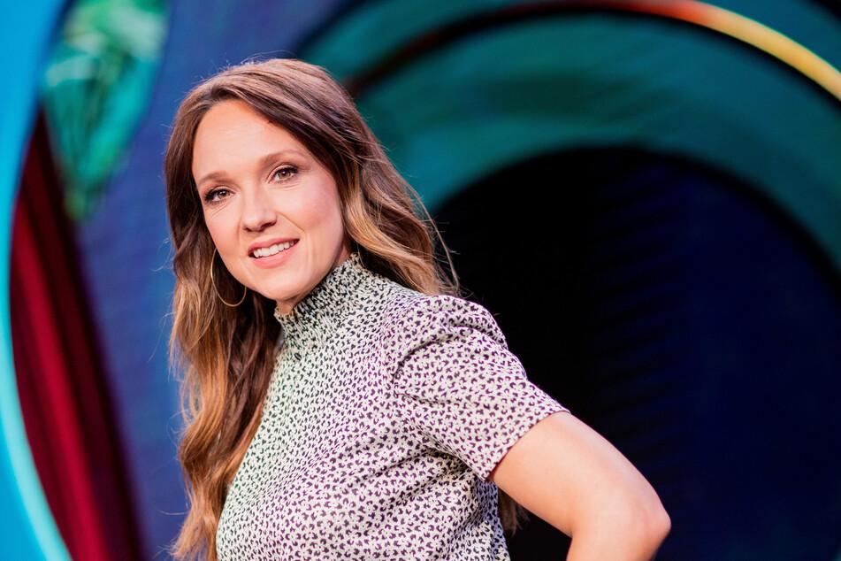 Am Donnerstag hat Komikerin Carolin Kebekus (41) in ihrer ARD-Show den Kölner Kardinal Rainer Maria Woelki (64) verspottet.