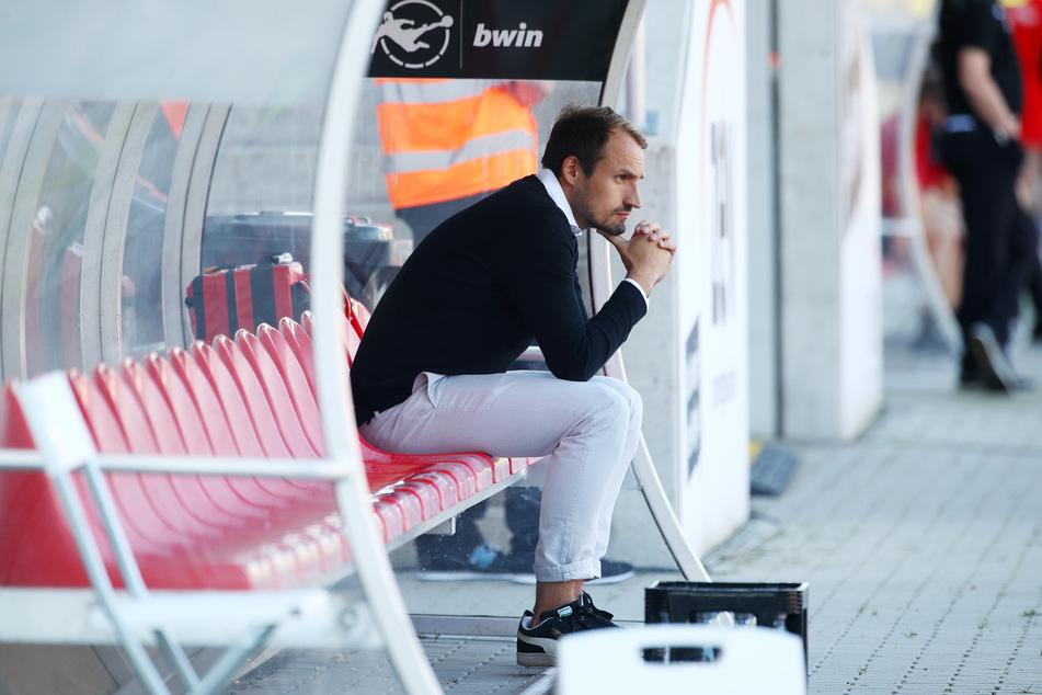 Toni Wachsmuth ist in seiner Rolle als FSV-Sportdirektor am Mittwoch zum Zuschauen verdammt. Allerdings dürfte der Ex-Profi motivierende Worte finden