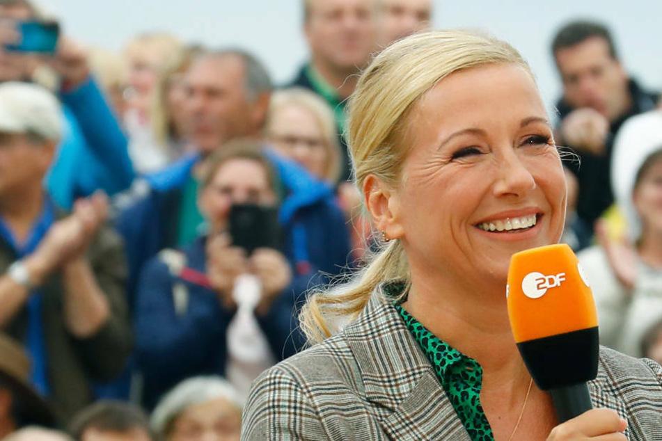 """Andrea Kiewel freut sich wie ein Keks: Endlich dürfen wieder Zuschauer in den """"ZDF-Fernsehgarten"""" (Archivbild)."""