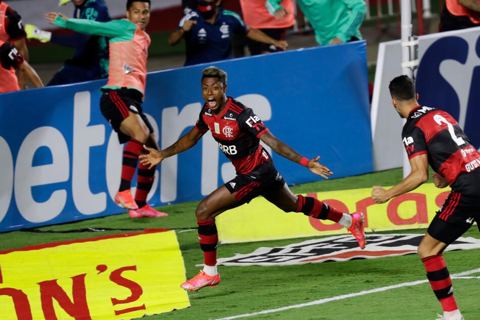 Der frühere Wolfsburger Bruno Henrique (30, M.) brachte Flamengo beim FC Sao Paulo in Führung. Am Ende reichte eine 1:2-Niederlage zum Gewinn der Meisterschaft.