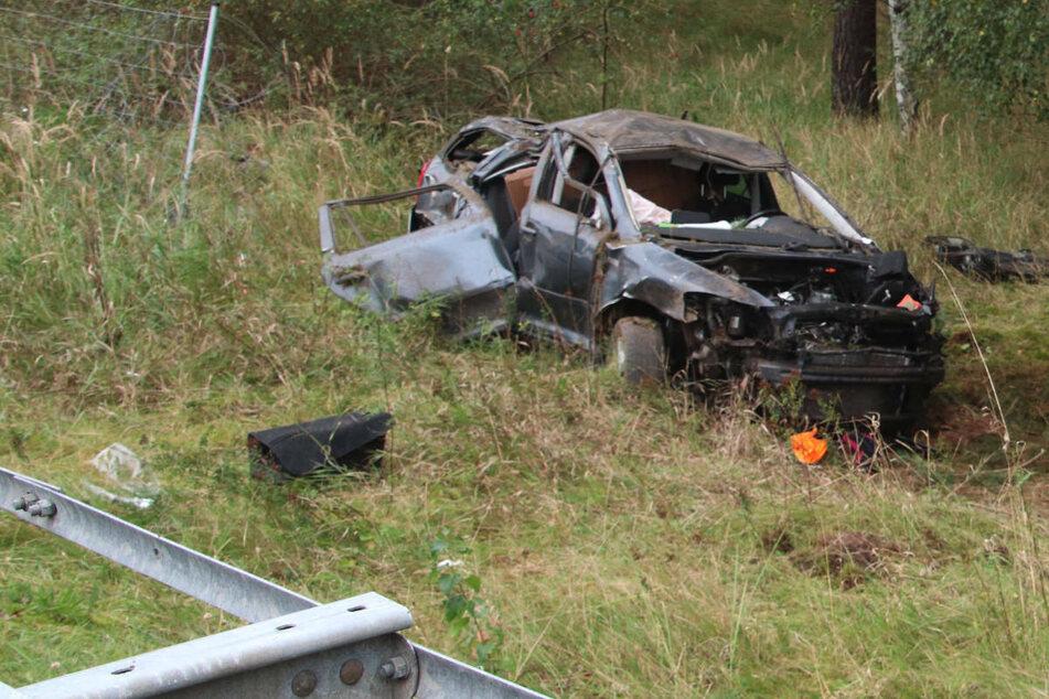 Tödlicher Crash auf A15: Skoda durchbricht Zaun und überschlägt sich