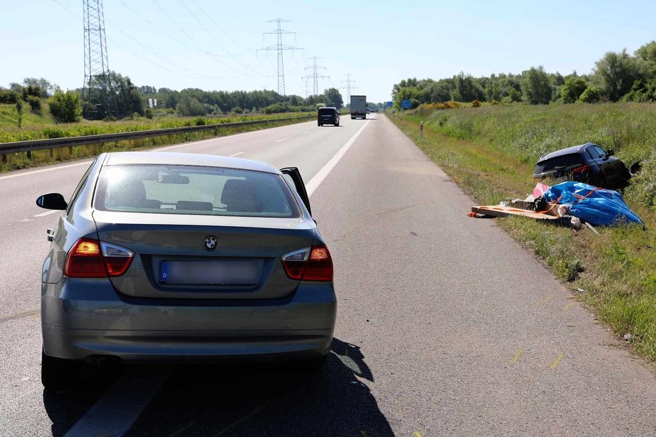 Der BMW krachte in den Audi und schob ihn in den Straßengraben.