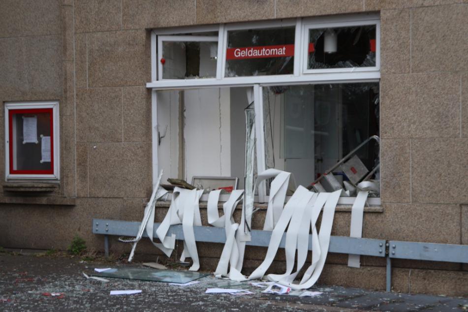 Geldautomat in Neuss gesprengt: Täter fliehen in grauem Auto