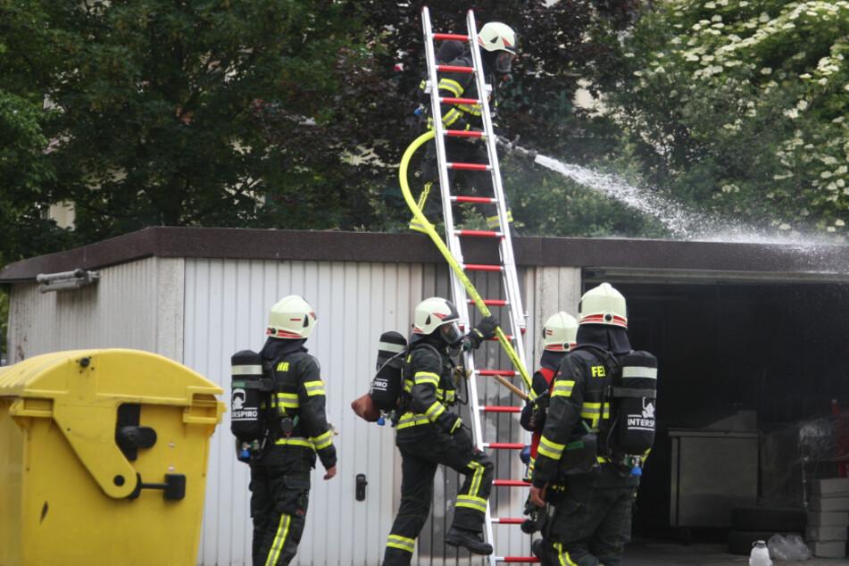 Mann will Unkraut abflammen und löst Feuerwehreinsatz aus