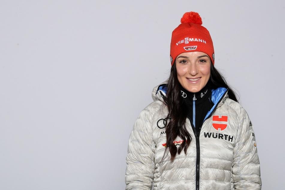 Drama beim Mannschaftstraining in Oberwiesenthal! Ski-Talent Jessica Löschke (20) jagte sich einen Skistock durch die linke Wade.