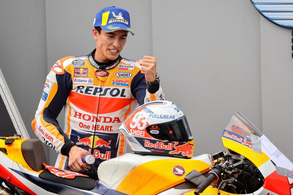 Marc Marquez (28) aus Spanien vom Repsol Honda Team jubelt über seinen MotoGP-Sieg.
