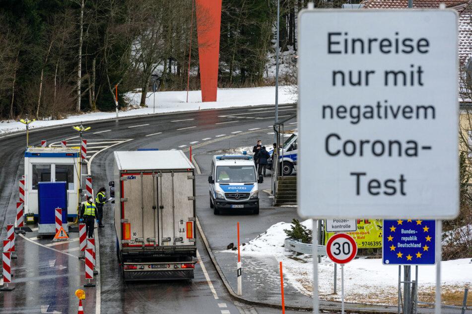 36.000 Menschen bei Grenzkontrollen zu Tschechien abgewiesen