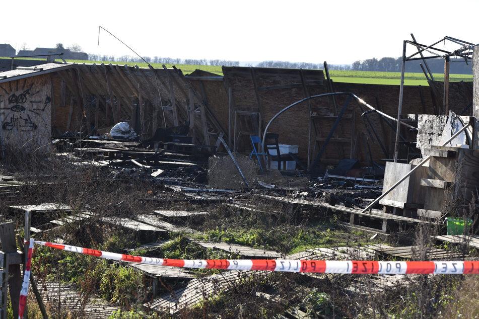 Brandanschlag? Mahnwache am Hambacher Forst abgefackelt, Polizei ermittelt
