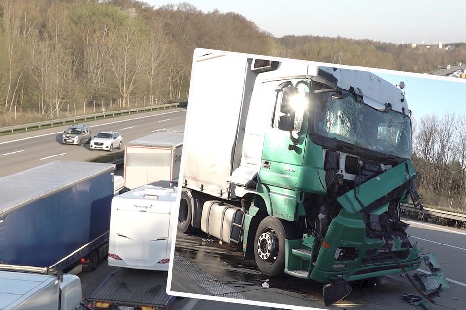Unfall A2: Auffahrunfall auf der A2: Lkw kracht in Stauende