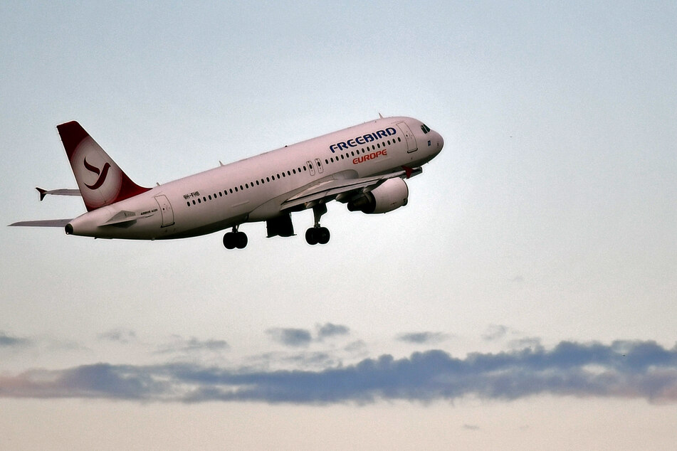 Corona beeinflusst den Flugverkehr: Während in Griechenland die Fluglotsen streiken, sorgen sich deutsche Flughäfen um ihre Zukunft.