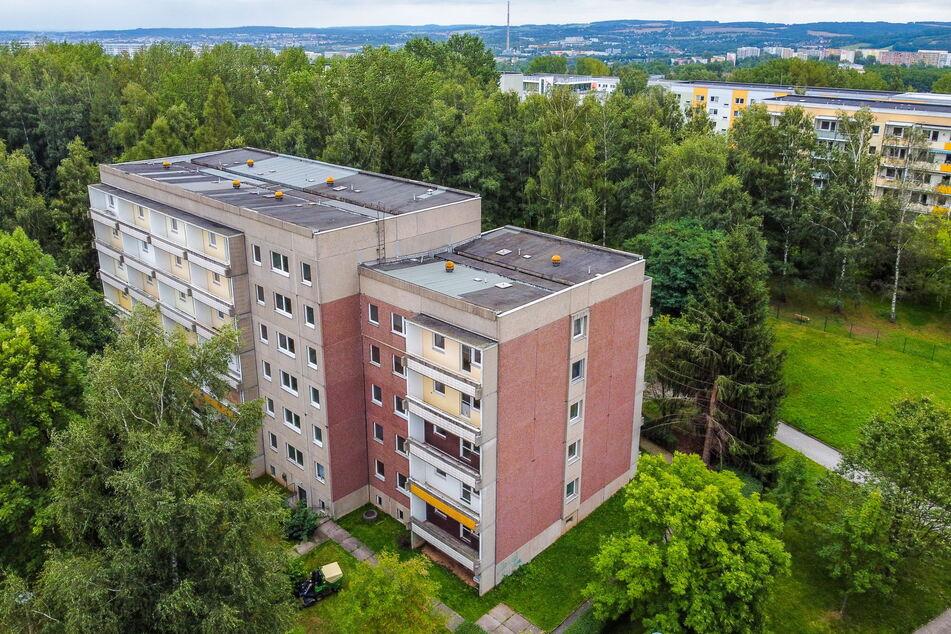 Blick auf den Wohnblock in der Friedrich-Viertel-Straße 66. Die GGG plant hier Solarmodule auf dem Dach.