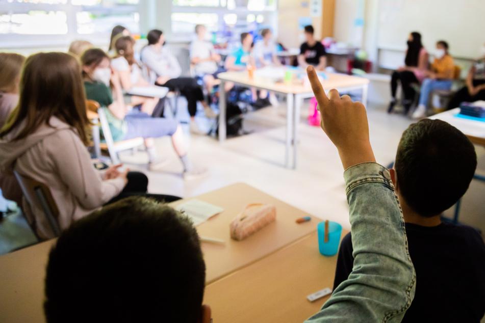 Für die letzten zwei Wochen vor den Sommerferien gab es in der Hauptstadt noch einmal Präsenzunterricht mit allen Schülerinnen und Schülern. Das bleibt auch nach den Ferien so.