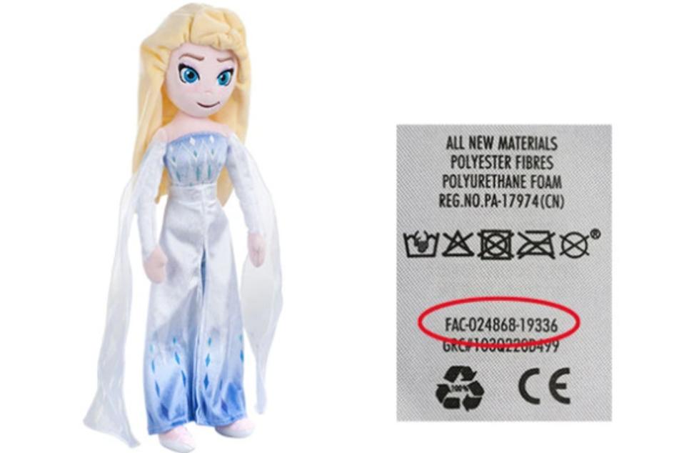 """Betroffen sind die Elsa-Puppen aus """"Die Eiskönigin 2"""". Die entsprechenden Chargennummern befinden sich auf den eingenähten Etikett."""