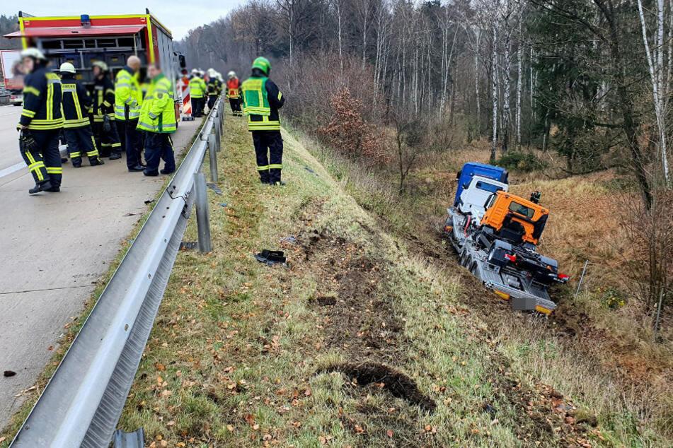 Stau-Gefahr auf A4 Richtung Dresden! Autotransporter verunglückt