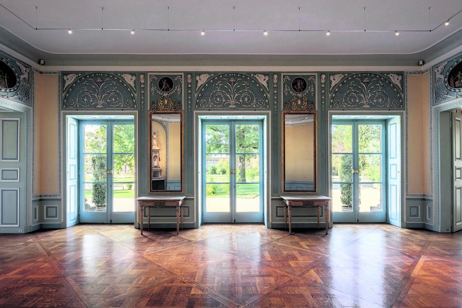 Die einzigartigen frühklassizistischen Räume im Westflügel wurden seit 2018 aufwendig restauriert.