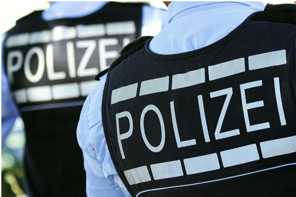In einer Wohnung im Landkreis Leipzig wurden die Beamten der Kripo am Donnerstag fündig: Sie sicherten zahlreiche Beweismittel. (Symbolbild)