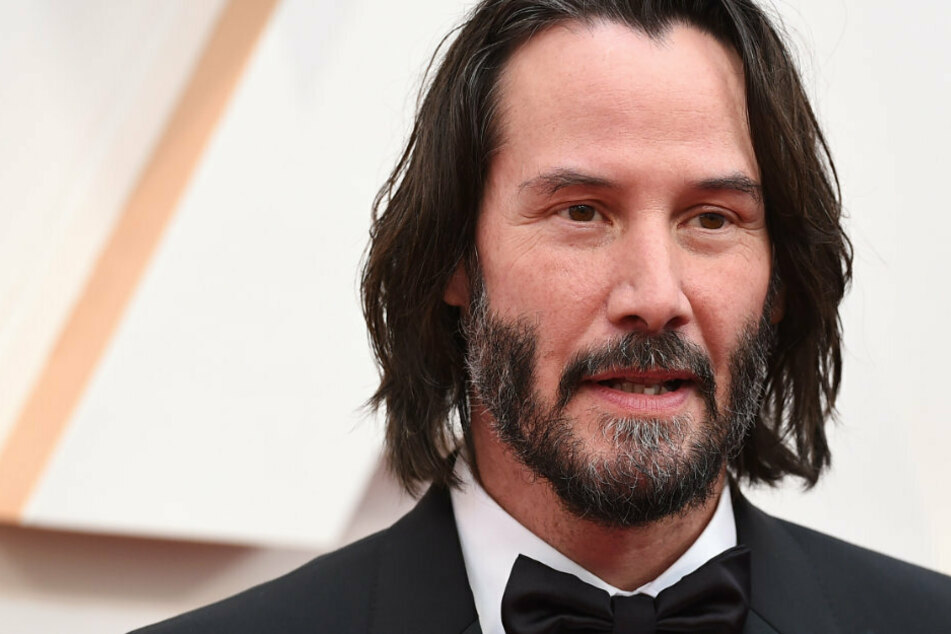 Keanu Reeves says Matrix 4 will be a love story!