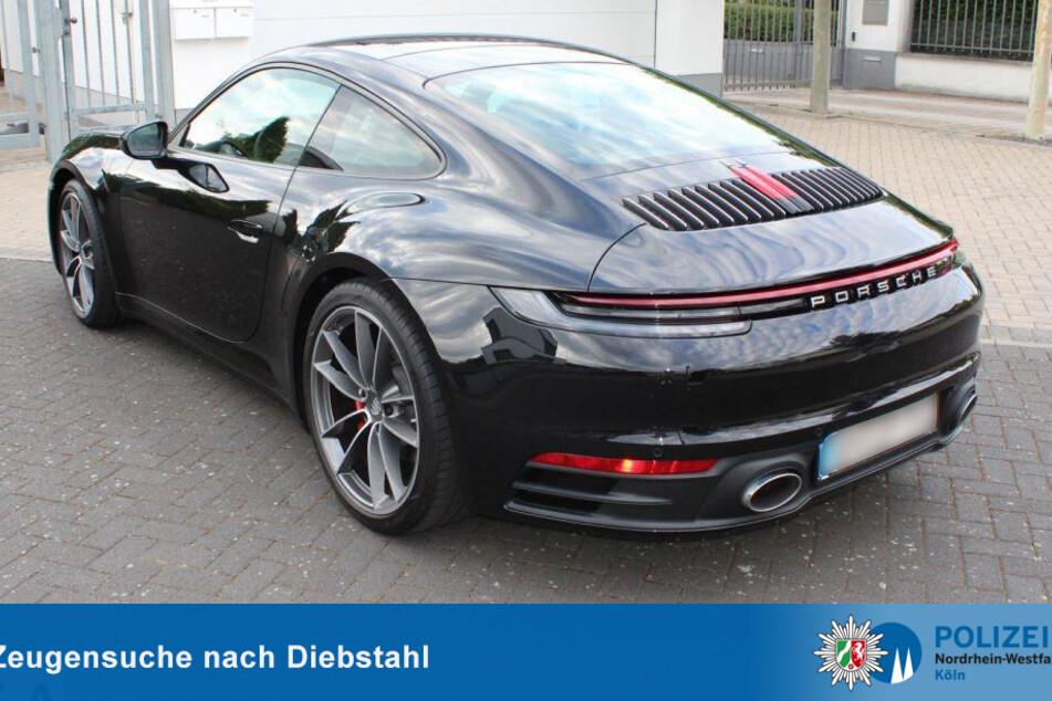 Der schwarze Porsche 911 Carrera S wurde am Dienstag in Köln-Müngersdorf gestohlen.