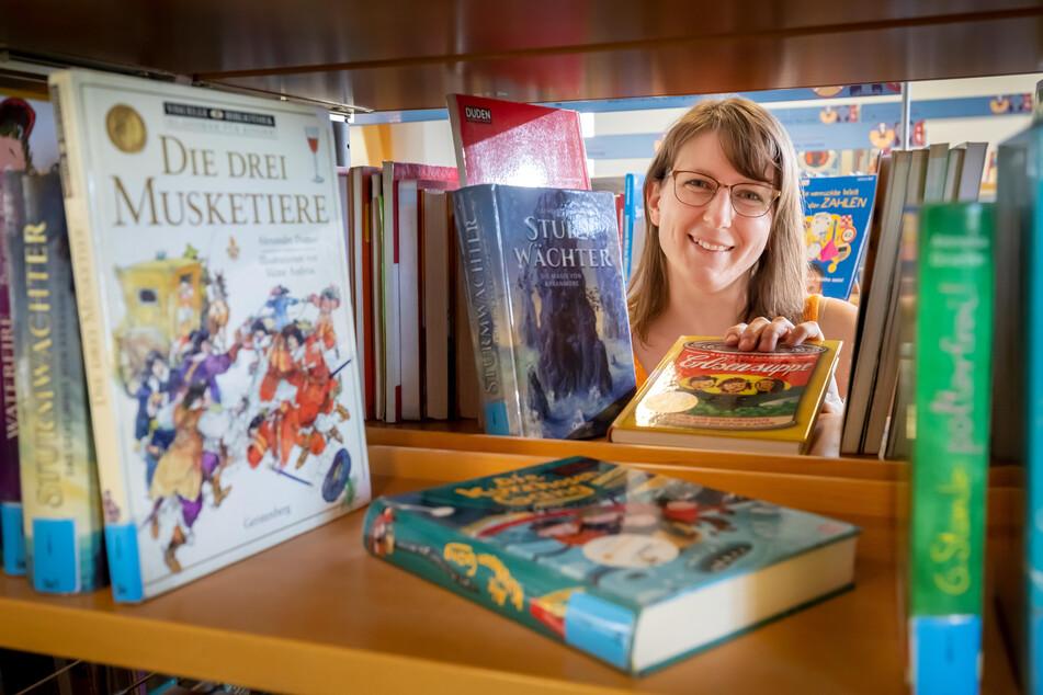"""Bibliothekarin Nancy Mickel (33) betreut das Projekt """"Buchsommer Sachsen""""."""