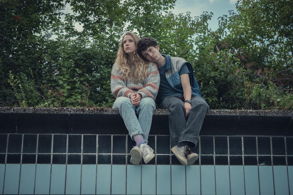 "Lena Klenke (25, als Lisa Novak) und Maximilian Mundt (25, spielt Moritz Zimmermann) bei der dritten Staffel der Netflix-Erfolgsserie ""How to Sell Drugs Online (Fast)""."