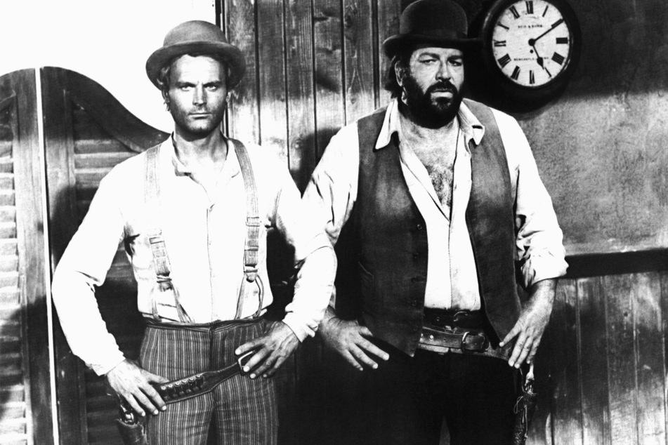 """Die italienischen Schauspieler Terence Hill (82, l.) und Bud Spencer (†86, r.) in """"Vier Fäuste für ein Halleluja"""" aus dem Jahre 1971."""
