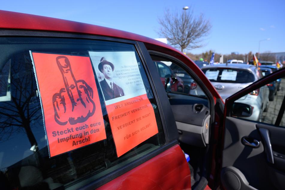 Coronavirus: Dutzende Autos auf dem Weg zur Corona-Demo in Leipzig