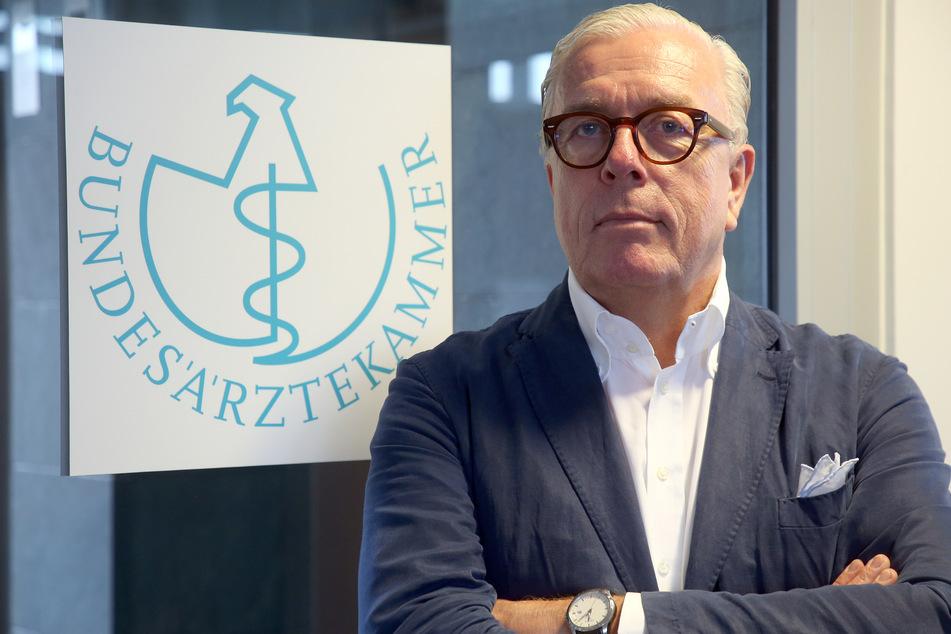 Klaus Reinhardt, Präsident der Bundesärztekammer zu Beginn eines dpa-Interviews.