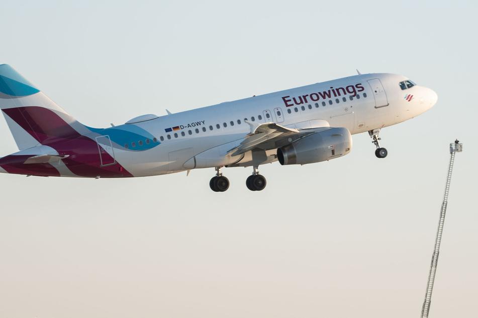 Böse Eurowings-Panne: Urlaubsflieger will nach Sardinien, darf aber nicht landen