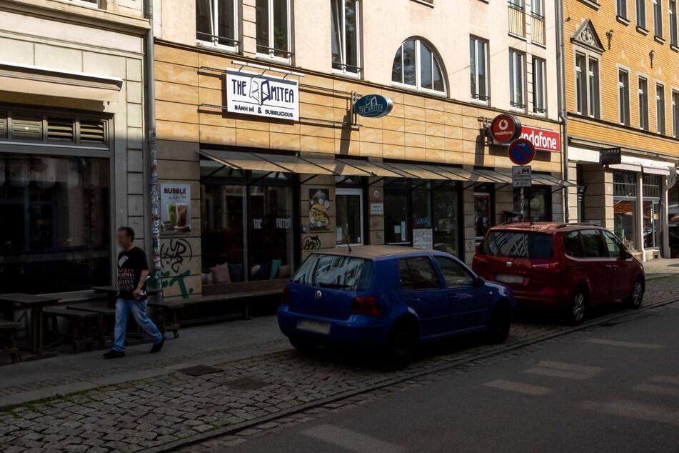 Hier an der Alaunstraße erklomm der Räuber die Fassade.