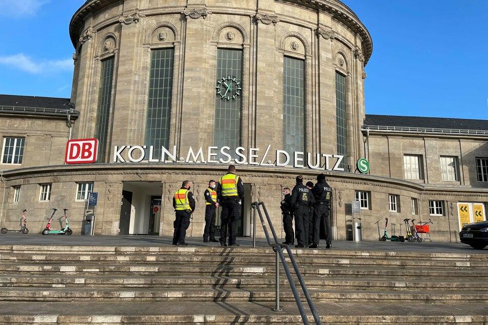 Köln-Deutz: 16-Jähriger sieht Polizei und flüchtet auf Bahnhofs-Dach