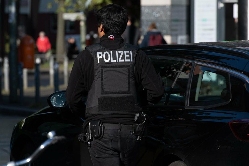 Überfall auf Bankfiliale: Räuber flüchtet mit Beute