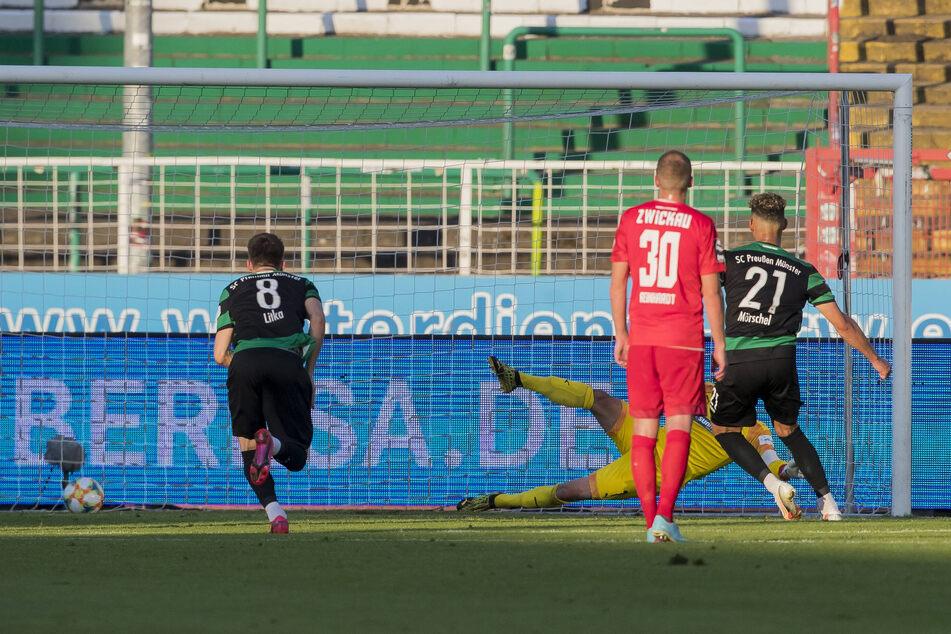 Heinz Mörschel verwandelte den Elfmeter in der Nachspielzeit humorlos zum 2:1 für Münster.