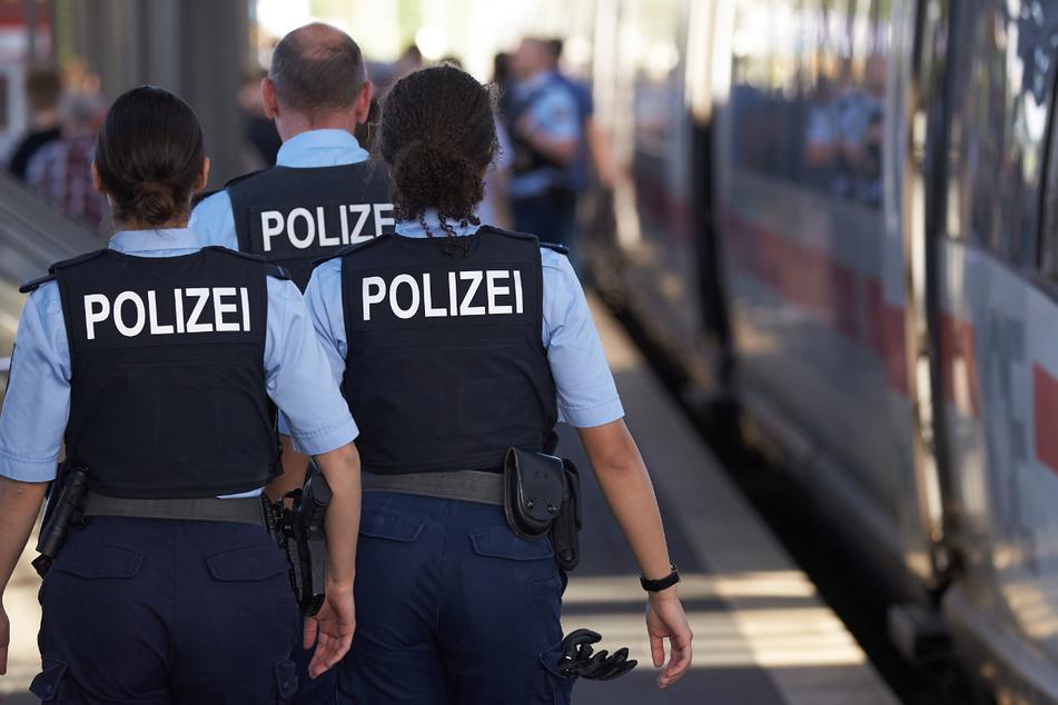 """Im ICE: Mann ruft """"Sieg Heil!"""", Polizist reagiert sofort"""
