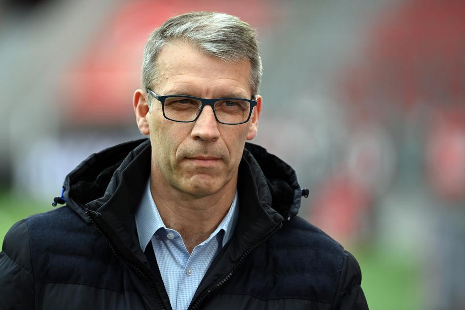 Schalkes sportlicher Leiter Peter Knäbel (54).
