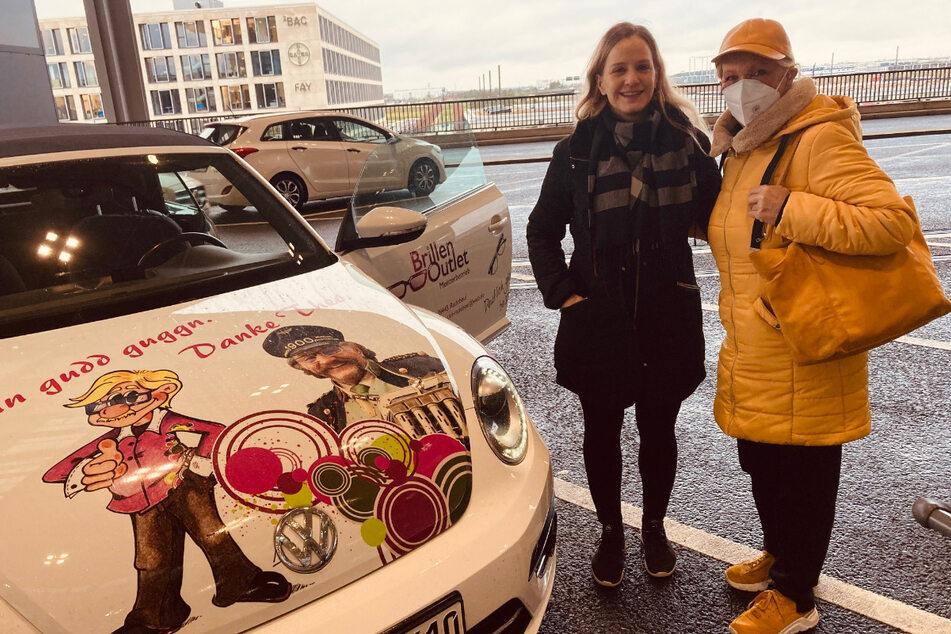 Psst, der VW Beetle (ein Benziner) wird bald auch zum Geburtstagsgeschenk: Tochter Peggy brachte Dorit Gäbler zum neuen Berliner Flughafen BER, wo der Flug nach Teneriffa startete.