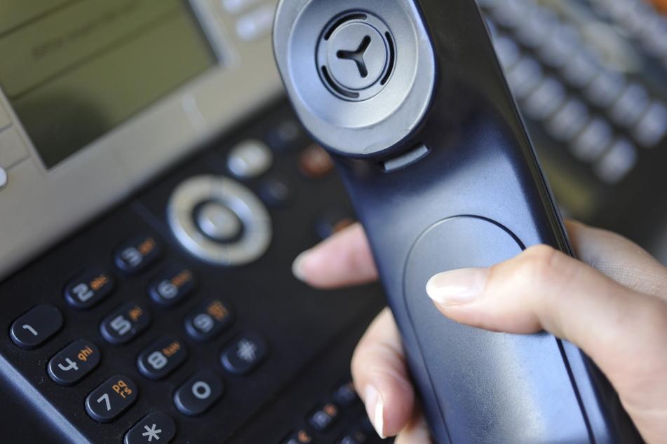 Mit einem fünf Minuten langen Anruf: Theater bringt Kunst und Musik per Telefon ins Wohnzimmer