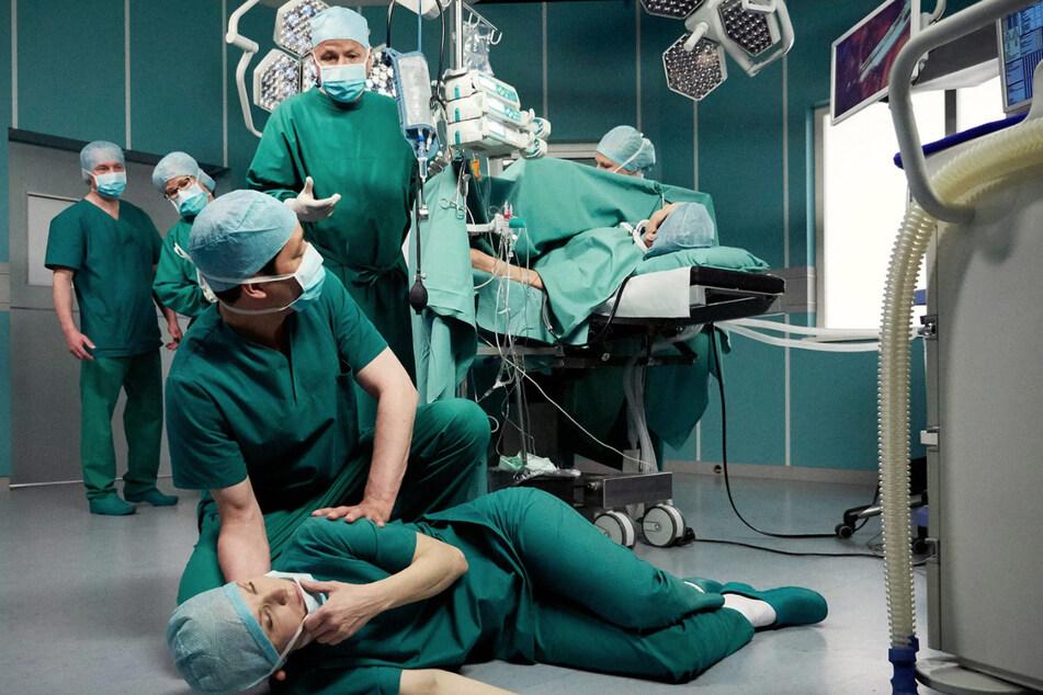 Dr. Kathrin Globisch bricht bei einer Operation zusammen.