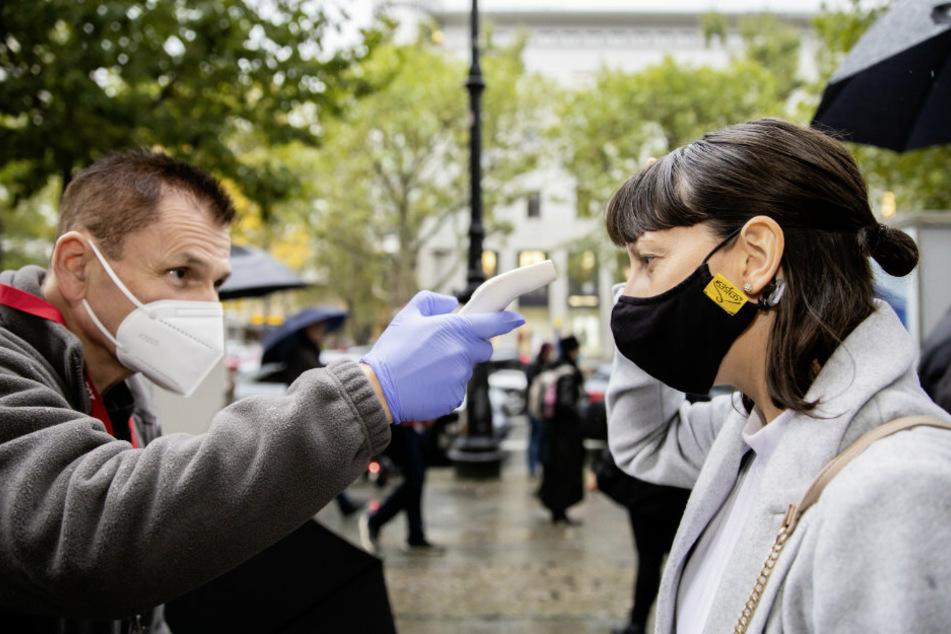 Neue Corona-Regeln treten in Kraft: Berliner Polizei will durchgreifen