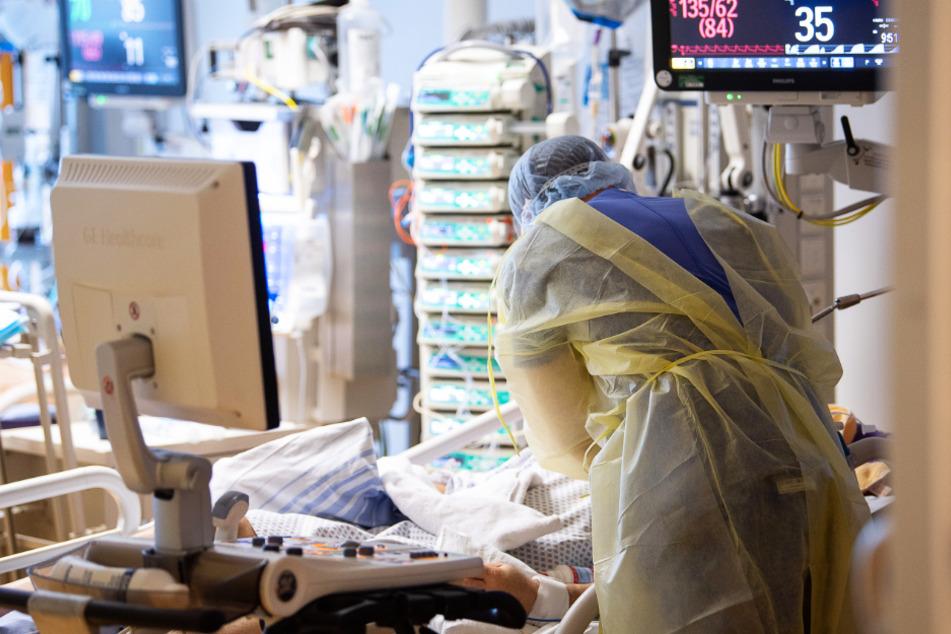 Ungeimpfte müssen möglicherweise mit Restriktionen rechnen, sollte sich die Lage auf den Intensivstationen in Baden-Württemberg zuspitzen. (Symbolbild)