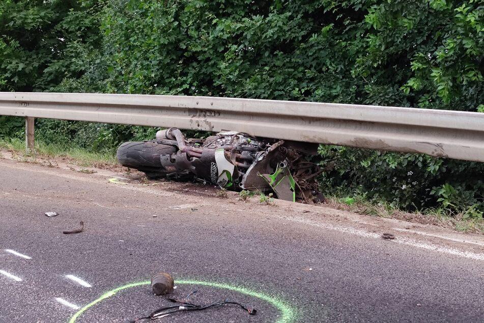 Am Donnerstagabend ist ein Motorradfahrer bei einem Unfall bei Rheinbach-Peppenhoven nahe Bonn tödlich verletzt worden.