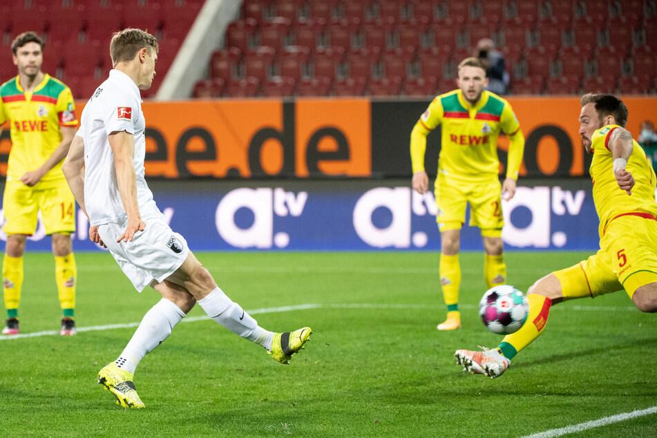 Robert Gumny (l.) brachte den FC Augsburg mit dem 1:3 gegen den 1. FC Köln wieder ins Spiel.