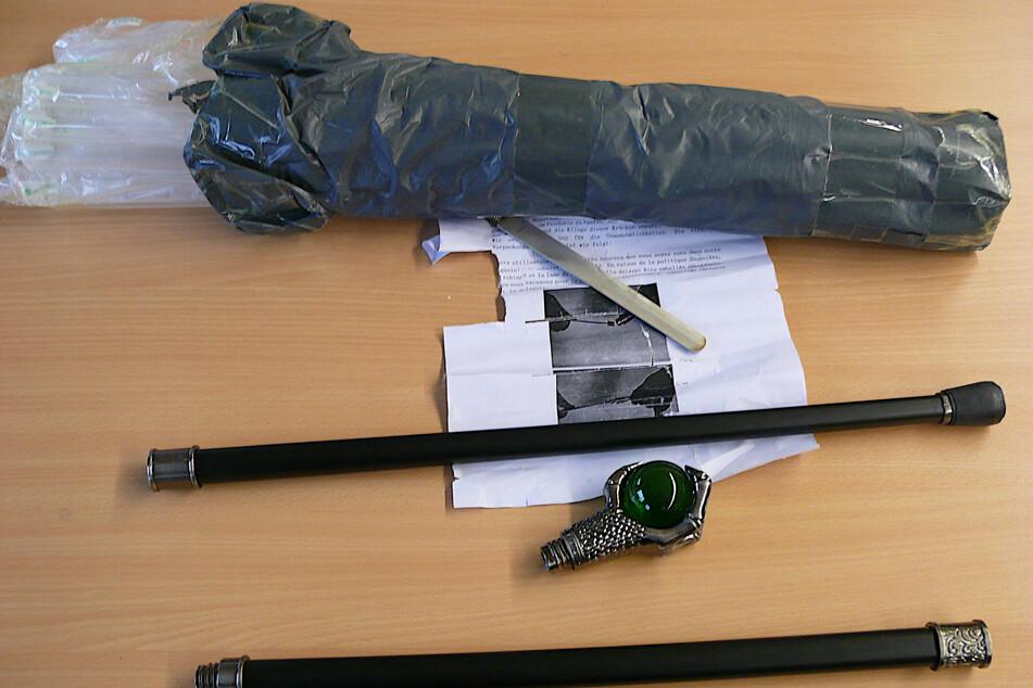 Die Einzelteile des Stockdegens befanden sich in einem Paket aus China.
