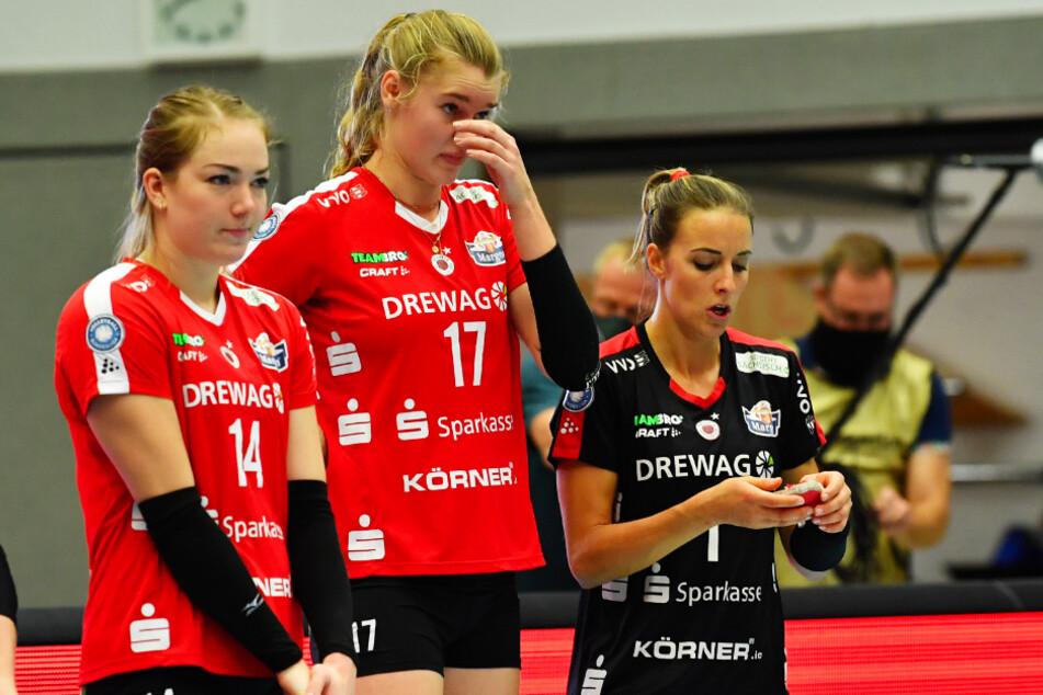 Von links: Die DSC-Schmetterlinge Jenna Gray, Camilla Weitzel und Lenka Dürr schauten nach der Niederlage bedröppelt drein.