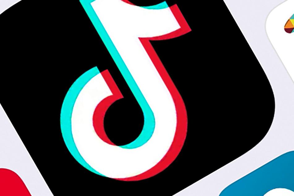 Das Logo der internationalen Videoplattform TikTok des chinesischen Unternehmens ByteDance ist auf einem Smartphone zu sehen.