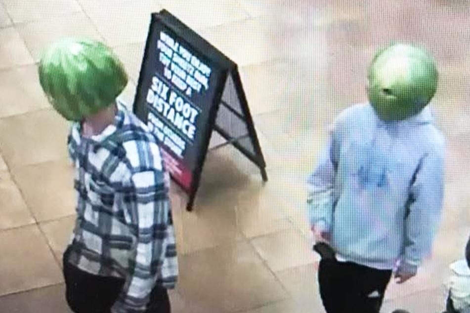 Große Diebes-Tour: Typen mit Melonen auf den Köpfen klauen Alkohol