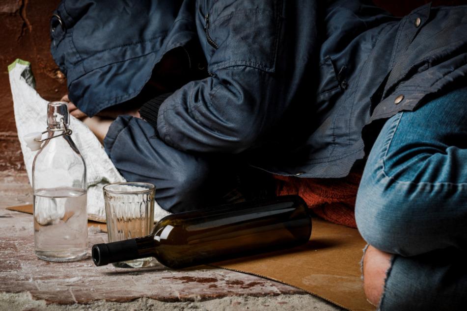 Der Einbrecher hat den geklauten Alkohol noch am Tatort getrunken und ist danach eingeschlafen. (Symbolbild)