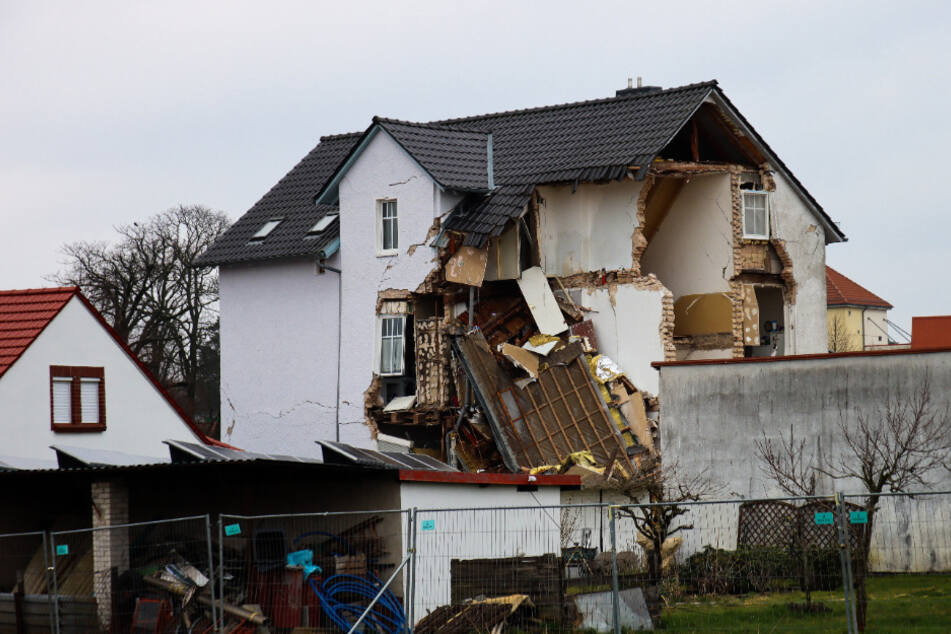 Das Haus war nach einem lauten Knall am Samstag eingestürzt.