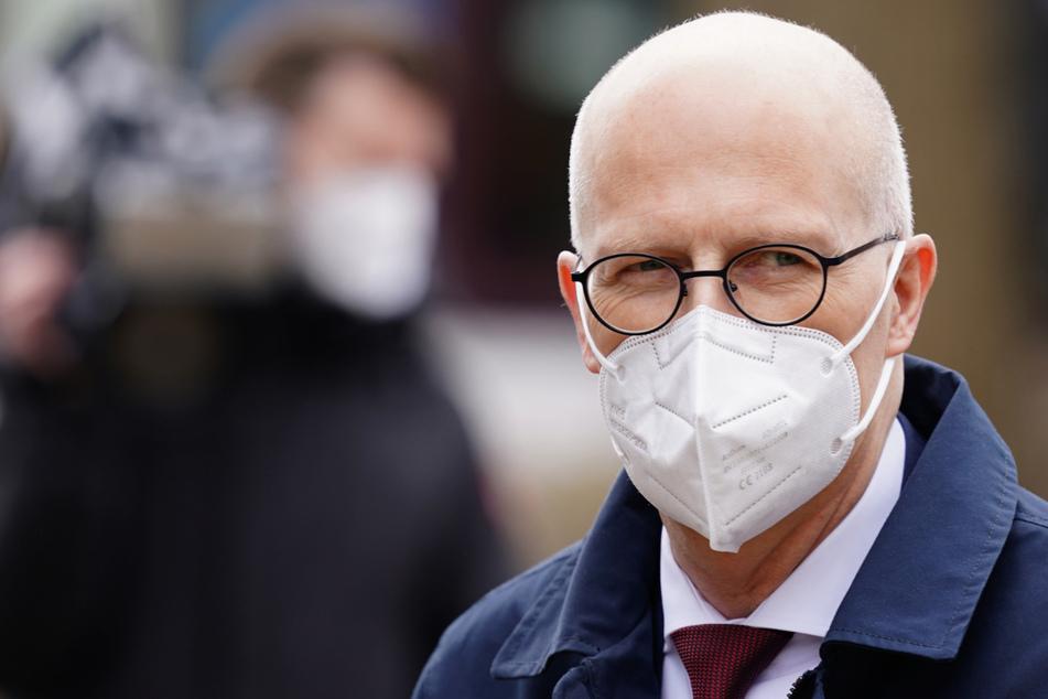 Bürgermeister Peter Tschentscher (55, SPD) ist von Beruf Labormediziner.